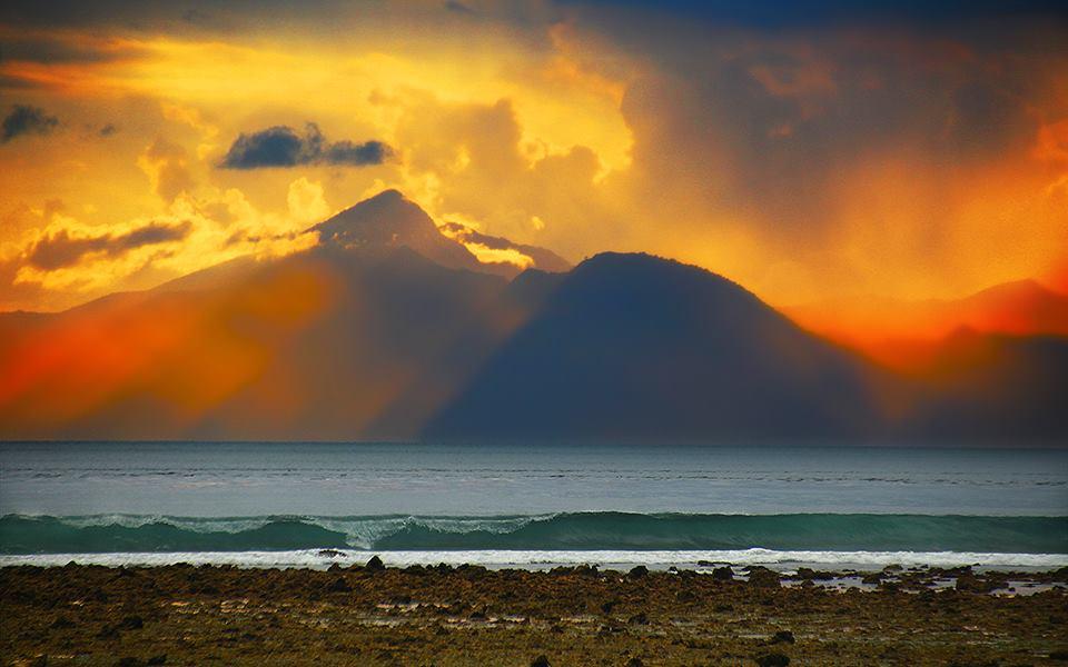 The mountain, the sun rays, the crashing waves - ahhhh