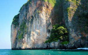 The cliffs of Koh Yawa San. What a lovely setting for a beautiful wall dive.